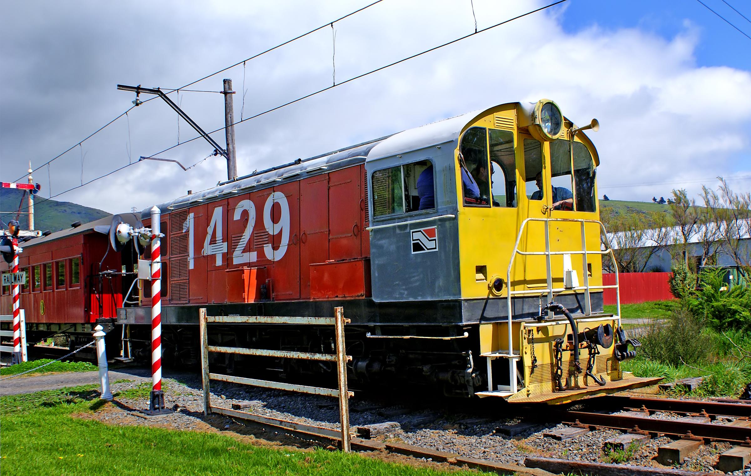 Bernard Spragg - New Zealand TR class locomotive